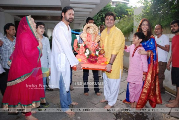 Goldie Behl holding the Ganesha idol for the Visarjan