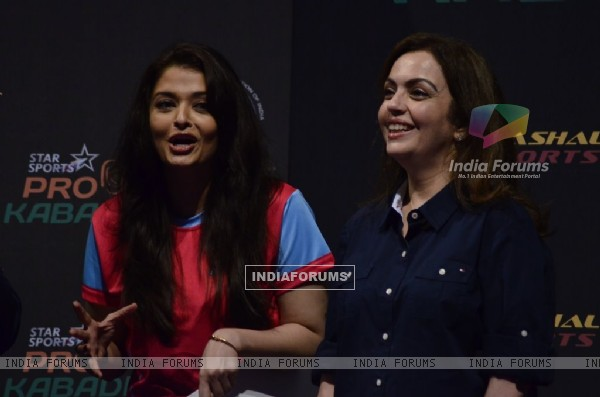 Aishwarya Rai with Neeta Ambani at the Grand Finale of Pro Kabbadi League