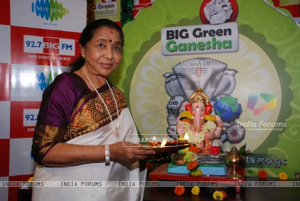 Asha Bhosle poses for the media at 92.7 Big FM Studio