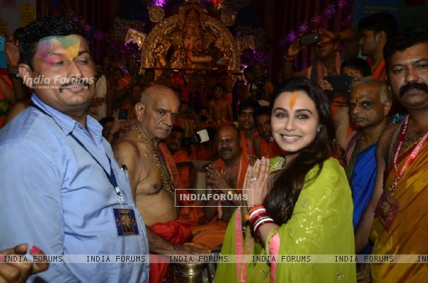 Rani Mukherjee poses for the media at Chinchpokli Ka Raja