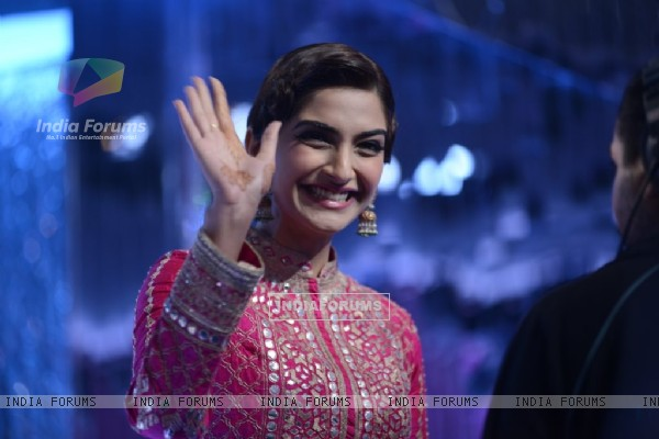 Sonam Kapoor waves to the audience at the Promotions of Khoobsurat on Jhalak Dikhla Jaa Season 7