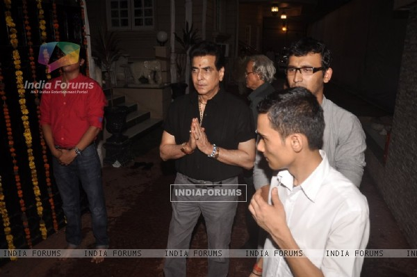 Jeetendra offering his prayers to Lord Ganesha at the Visarjan
