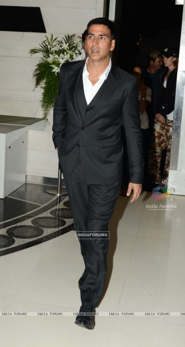 Akshay Kumar arrives as Life Ok Launches Dare 2 Dance