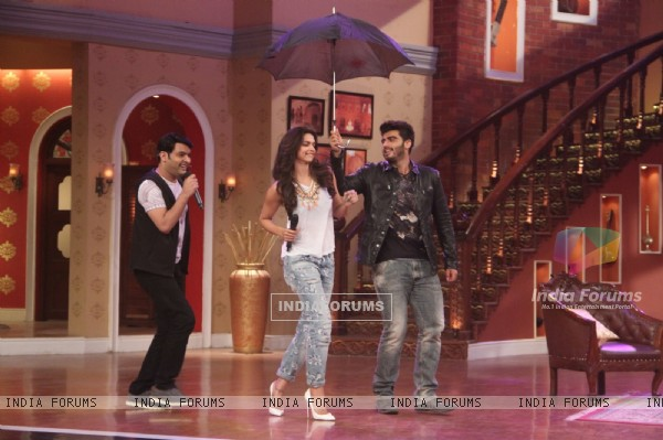 Deepika and Arjun arrive for the Promotions of Finding Fanny on Comedy Nights with Kapil