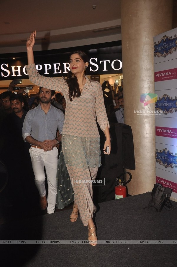 Sonam Kapoor arrives at the Promotions of Khoobsurat at Viviana Mall, Thane