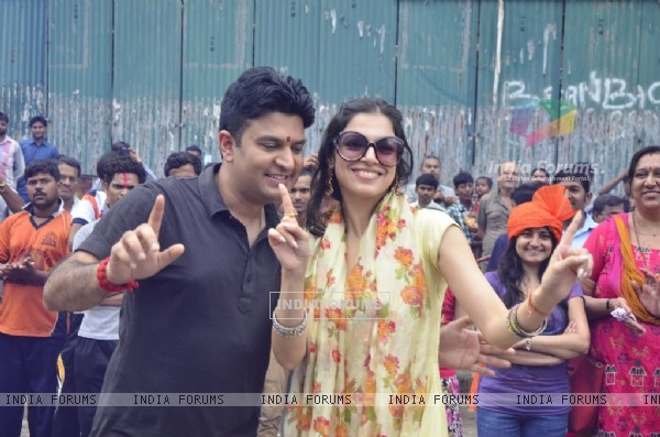 Bhushan Kumar and Divya Khosla dance at the Ganpati  Visarjan