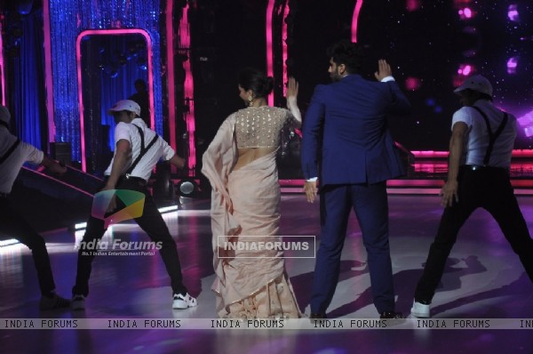 Arjun Kapoor and Deepika Padukone perform on Jhalak Dikhla Jaa Season 7