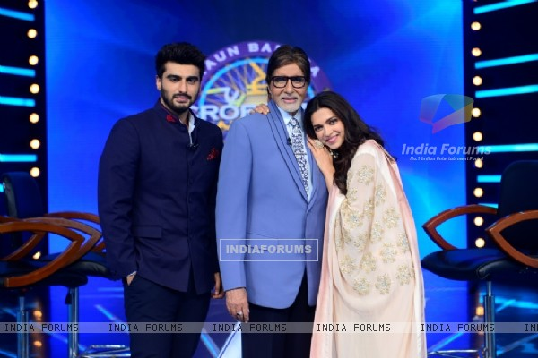 Promotions of Finding Fanny on Kaun Banega Crorepati Season 8