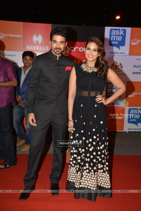 Huma Qureshi and Saqib Saleem pose for the media at Mircromax SIIMA Awards Day 1