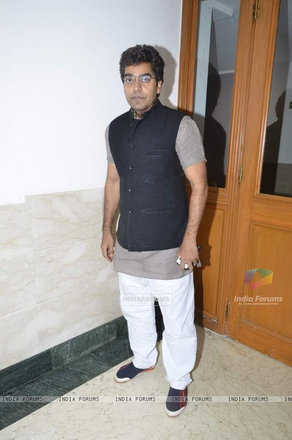 Ashutosh Rana poses for the media at the Talk Show Launch 'Apnaa Ilaaj Apne Haath