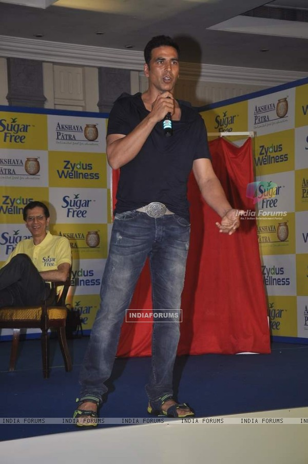 Akshay Kumar addressing the audience at Donate Your Calories Sugarfree Campaign