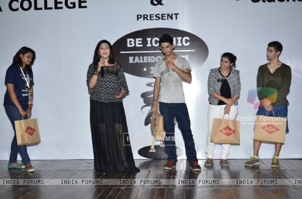 Shilpa Shukla addressing the students at Sophia College's Kaleidoscope Festival