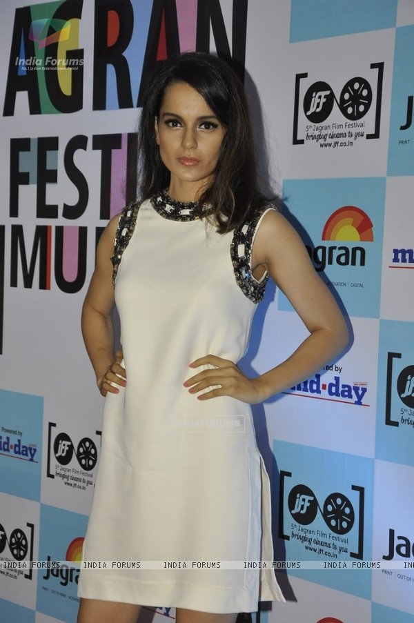 Kangana Ranaut poses for the media at 5th Jagran Film Festival Mumbai