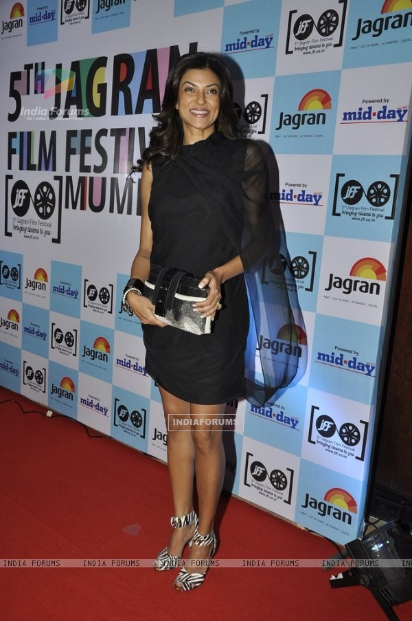 Sushmita Sen poses for the media at 5th Jagran Film Festival Mumbai