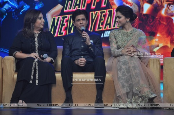 Shah Rukh Khan addressing the audience at the Music Launch of Happy New Year