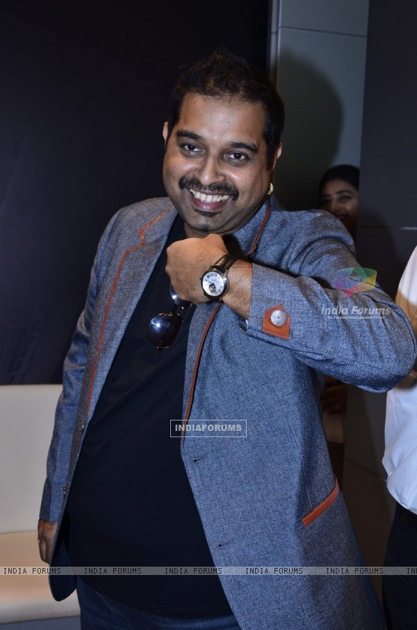 Shankar Mahadevan pose with a watch at the Launch of Raymond Weil Store