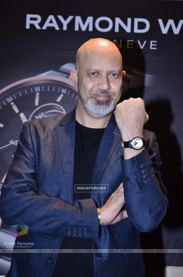 Loy Mendosa pose with a watch at the Launch of Raymond Weil Store