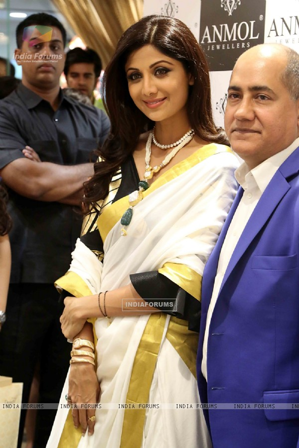 Shilpa Shetty snapped at the inauguration of a Jewelry showroom in New Delhi