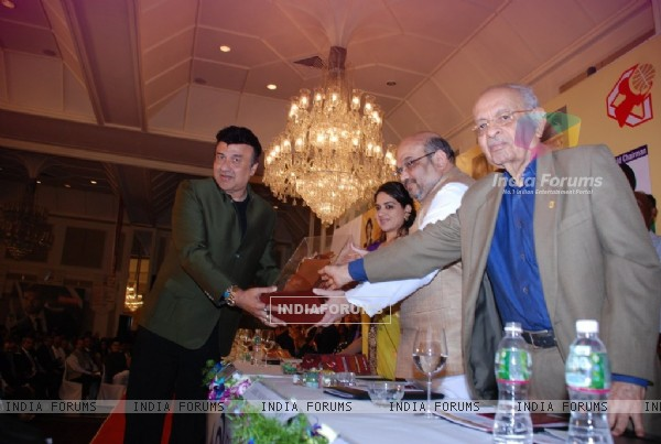Anu Malik receiving a trophy at Giant Awards in Trident