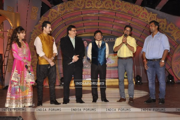 Shaan addressing the audience at the Launch of SAB TV's New Show 'Family Antakshari'