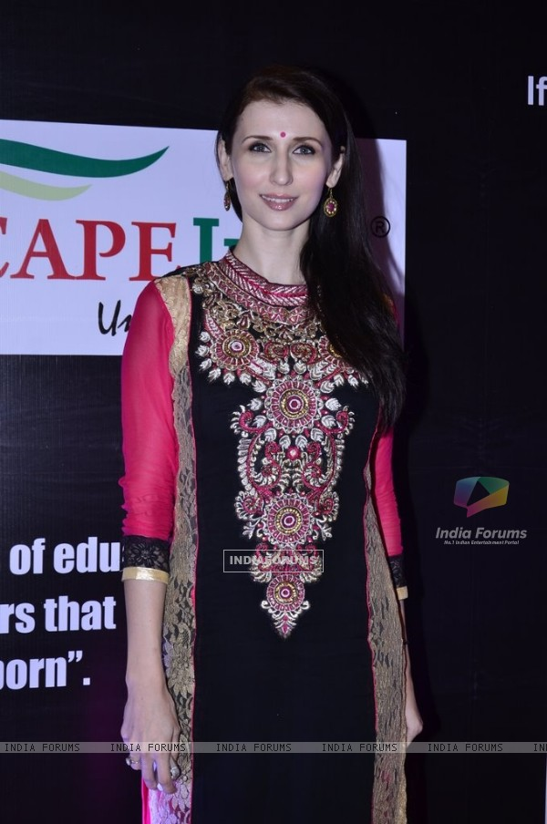 Claudia Ciesla poses for the media at Medscapeindia Awards 2014