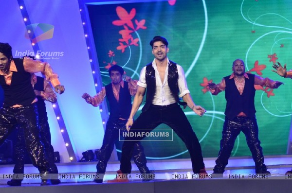 Gurmeet Choudhary performs at Medscapeindia Awards 2014