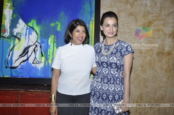 Dia Mirza poses with Jaya Lamba at the Art Exhibition