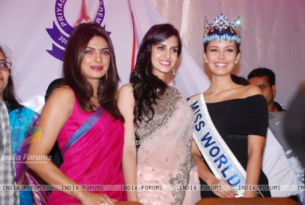 Priyanka Chopra with Miss World Megan Young and Koyal Rana at Priyadarshini Academy Global Awards