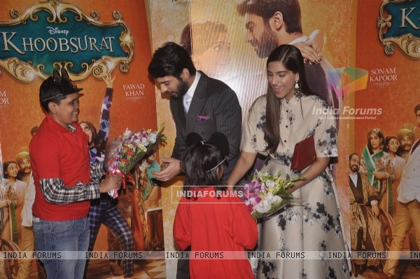Sonam Kapoor and Fawad Khan felicitated with flower boquet at the Special Screening of Khoobsurat