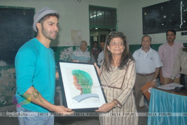 Varun Dhawan Supports Street Children