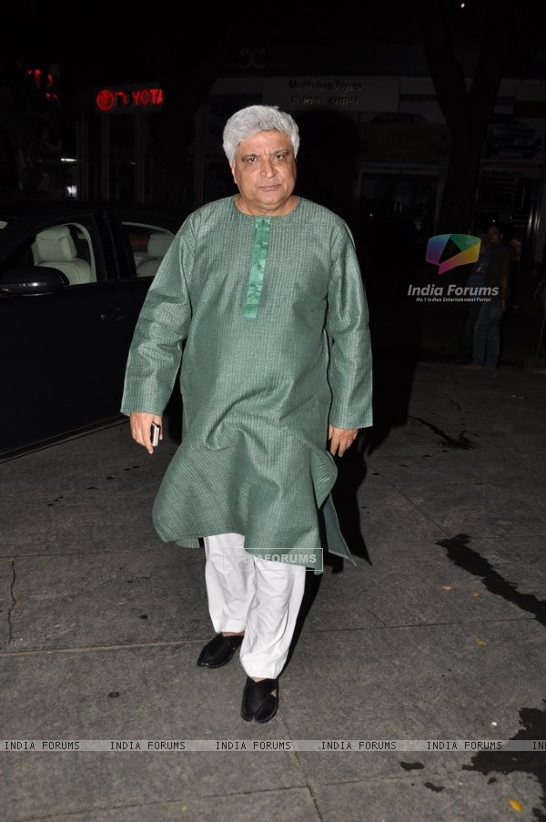 Javed Akhtar poses for the media at the Completion Bash of Dil Dhadakne Do