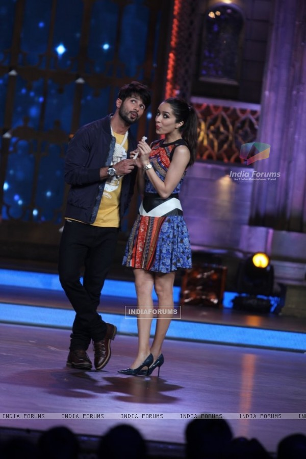 Shahid and Shraddha enact a scene from Haider on India's Best Cine Stars Ki Khoj