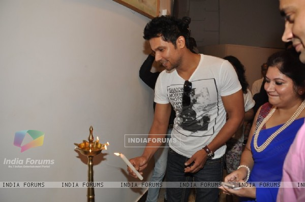 Randeep Hooda lights the lamp at the art show