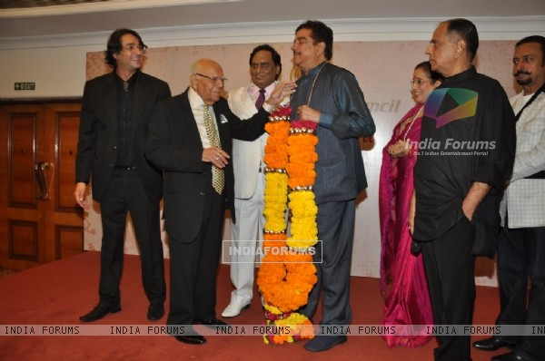 Shatrughan Sinha felicitated with a floral garland at the bash