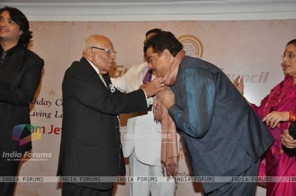 Shatrughan Sinha being felicitated at the bash