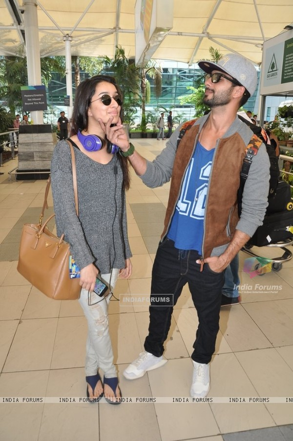 Shraddha Kapoor and Shahid Kapoor pose for the media at Airport
