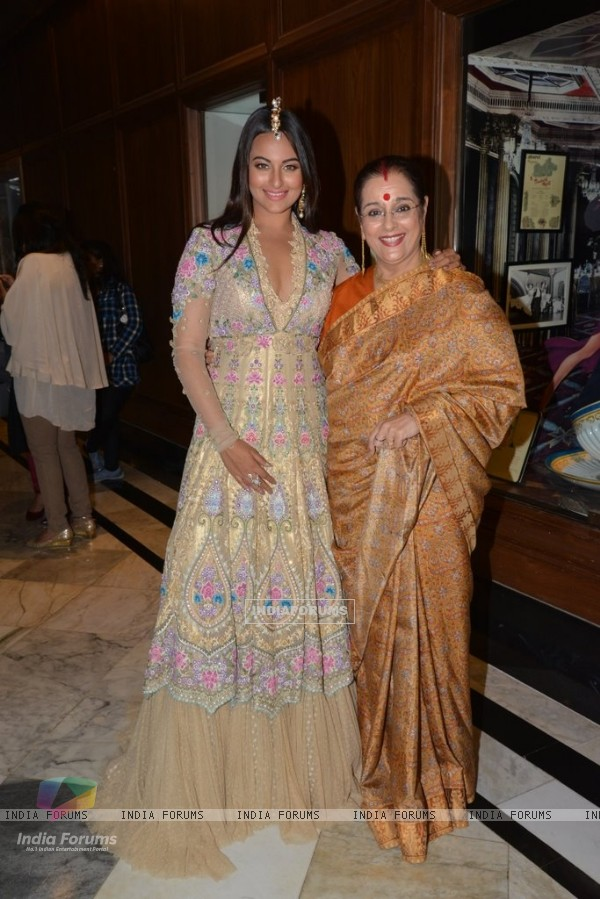 Sonakshi Sinha poses with her mother at the Sahachari Foundations Show for Tarun Tahiliani