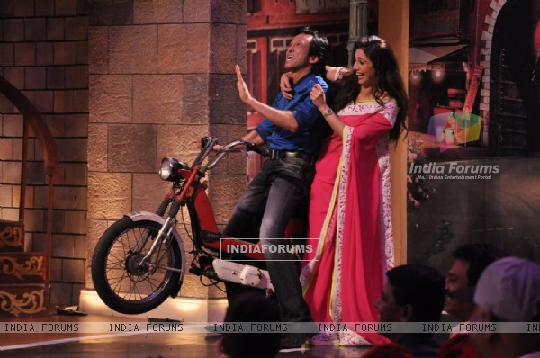 Tabu and Kay Kay Menon perform an act on Comedy Nights With Kapil