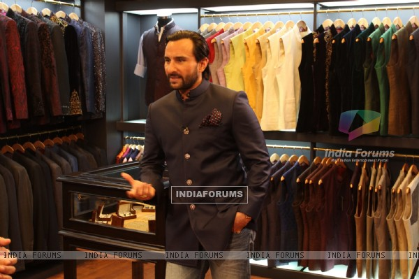 Saif Ali Khan poses for the media at Raghavendra Rathore's Men's Jewellery at his New Bandra Store