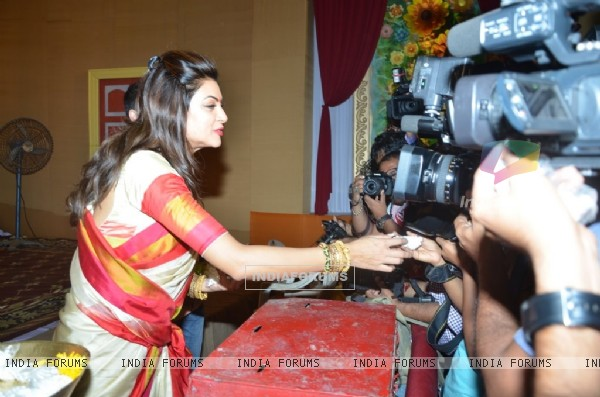 Sushmita Sen distributing prasad at Durga Pooja