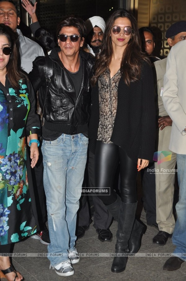 Deepika Padukone and Shah Rukh Khan pose for the media at Airport