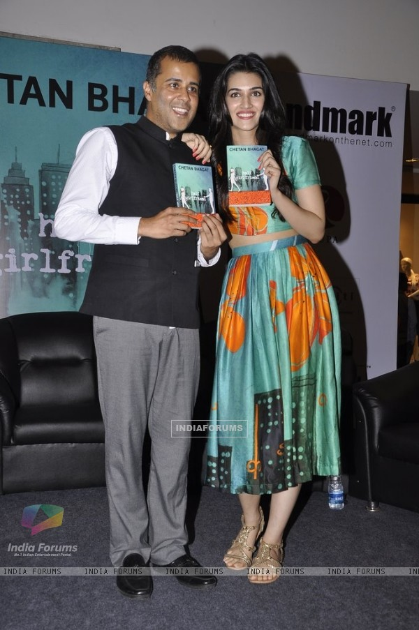 Kriti Sanon poses with Chetan Bhagat at the Book Launch of Half Girlfriend