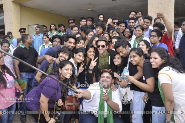 Hrithik Roshan clicks a selfie with the students of Whistling Woods