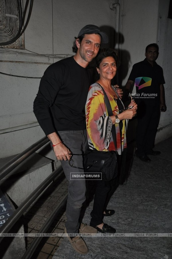 Hrithik Roshan poses with his mom at the Special Screening of Haider