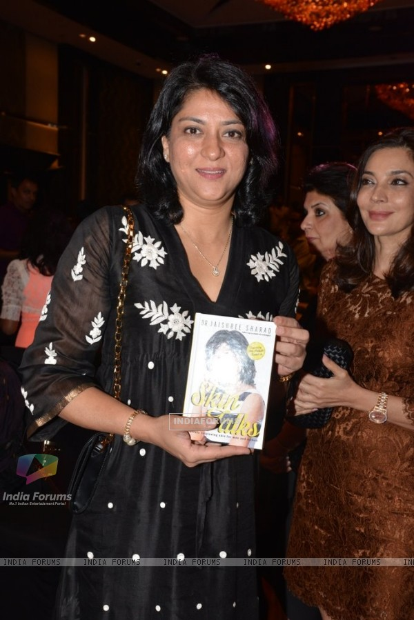 Priya Dutt was seen at Jaishree Sharad's Book Launch