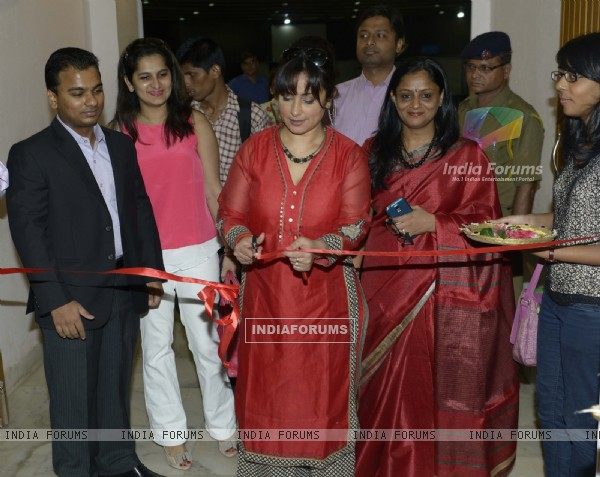 Divya Dutta Inaugurates The Society Collection Mumbai 2014