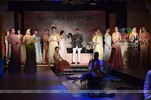 Vivek Oberoi walks the ramp at Maheeka Mirpuri's show Move for Cancer Awareness