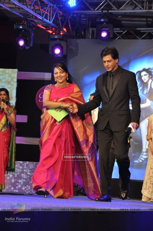 Shah Rukh Khan walks the ramp at the Palam Silks, Happy New Year Event