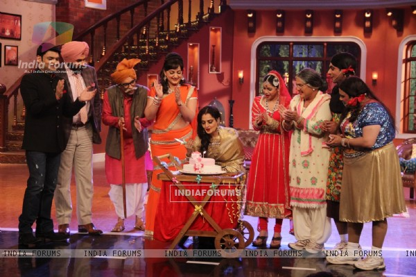 Rekha cuts a cake on Comedy Nights with Kapil