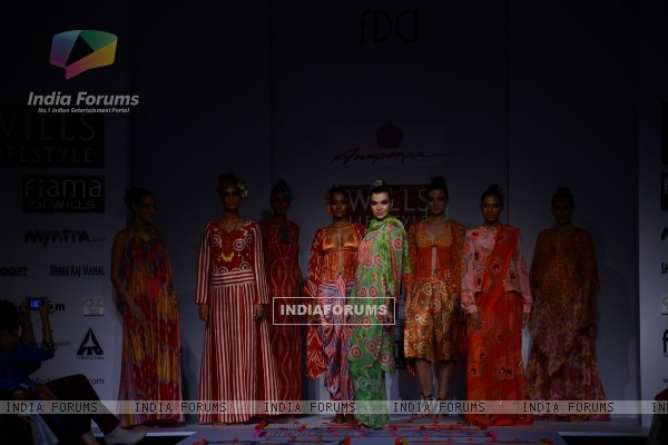 Anupamaa showcases her collection at the Wills Lifestyle India Fashion Week Day 3